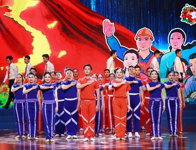 Chủ tịch nước Nguyễn Xuân Phúc dự Lễ kỷ niệm 135 năm Ngày Quốc tế Lao động - 2