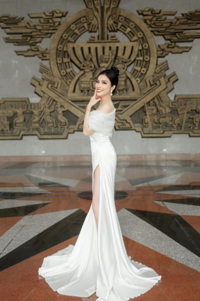 MC Kim Huyền Sâm quyến rũ ở hàng ghế giám khảo - 4
