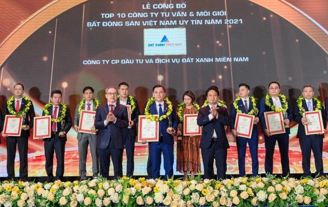 Đất Xanh Miền Nam vinh dự nhận giải thưởng Top 10 công ty tư vấn và môi giới BĐS Việt Nam uy tín năm 2021 - 1