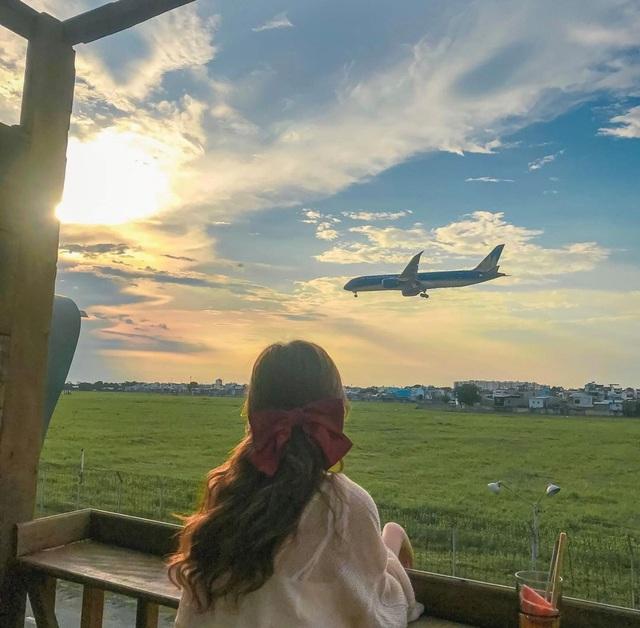 Hai quán cà phê có view ngắm máy bay lướt ngang qua đầu ở Sài Gòn - 2
