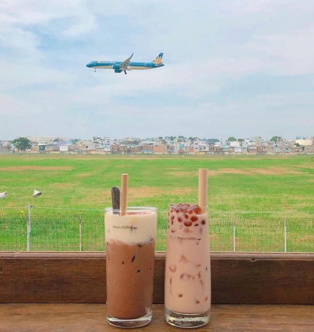 Hai quán cà phê có view ngắm máy bay lướt ngang qua đầu ở Sài Gòn - 3