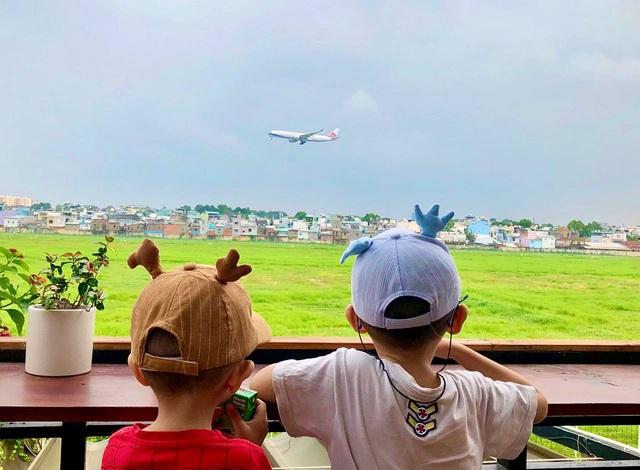 Hai quán cà phê có view ngắm máy bay lướt ngang qua đầu ở Sài Gòn - 7