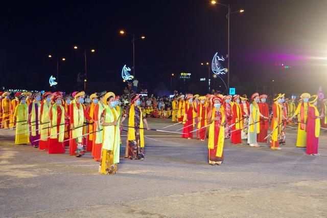 Gần 1.000 người tham gia Lễ hội Diễu hành đường phố đầy màu sắc - 6