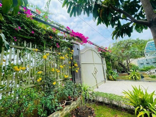 Khu vườn 300m2, bốn mùa ngập sắc hoa ở Vũng Tàu - 1