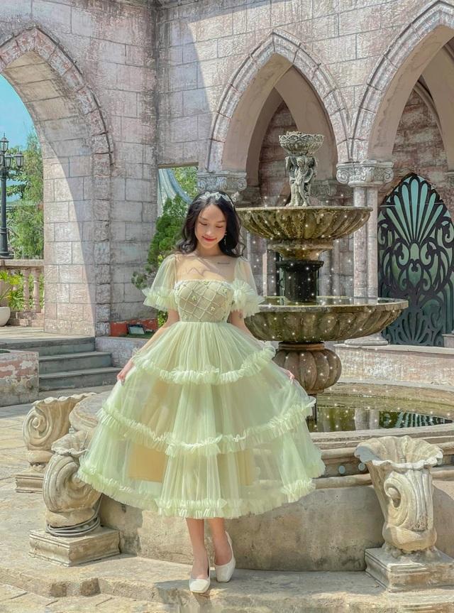 Nữ sinh 9X sưu tập hơn 300 chiếc váy công chúa, giá trị cả tỷ đồng - 1