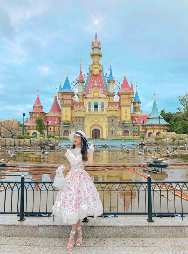 Nữ sinh 9X sưu tập hơn 300 chiếc váy công chúa, giá trị cả tỷ đồng - 12