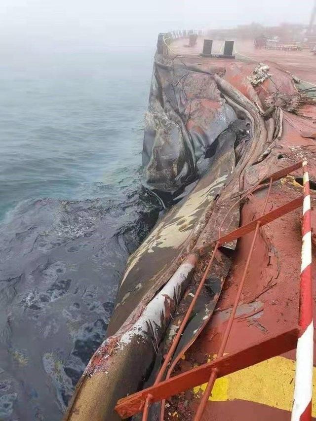 500 tấn dầu tràn ra biển sau vụ đâm tàu ngoài khơi Trung Quốc - 2