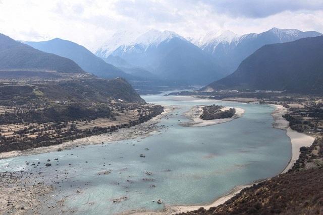 Tham vọng của Trung Quốc xây siêu đập trên nóc nhà thế giới gặp trở ngại - 1