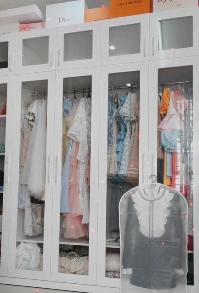 Nữ sinh 9X sưu tập hơn 300 chiếc váy công chúa, giá trị cả tỷ đồng - 16