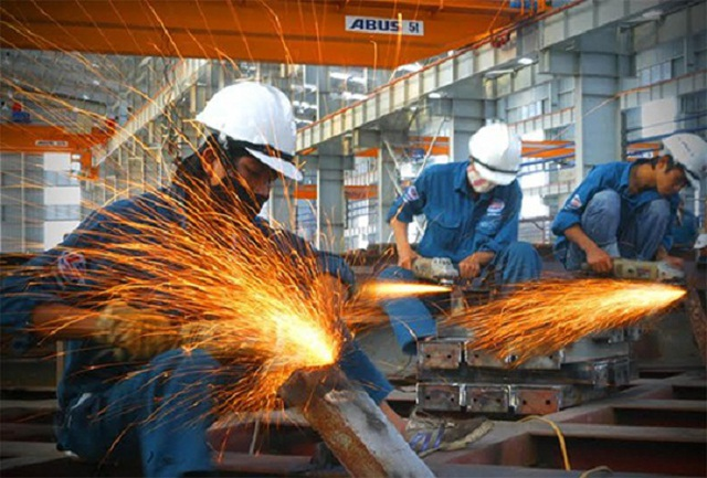 ADB nâng dự báo tăng trưởng kinh tế Việt Nam năm nay - 1
