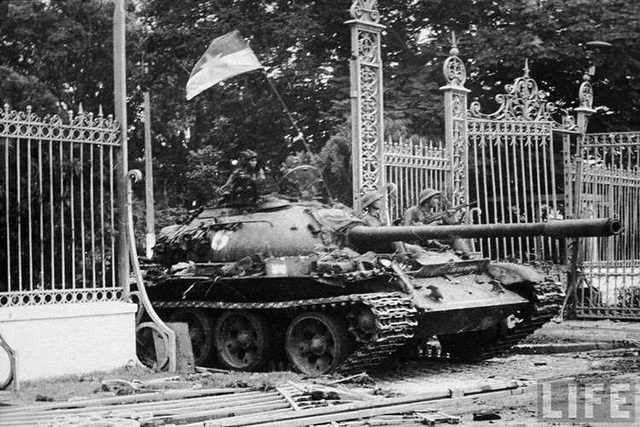 Húc đổ tung cổng Dinh Độc Lập, xe tăng T-59 thiện chiến ra sao? - 1