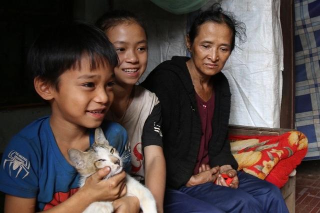 Thương cảnh ba bà cháu từ gánh bún trong ngôi nhà bỏ hoang đến góc chợ - 3
