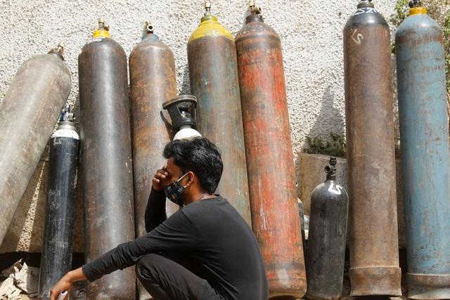 Giá tăng gấp 10 lần, người Ấn Độ quay cuồng trong cơn khát ôxy - 4