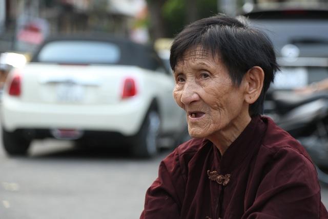 Hà Nội: Sống tròn một thế kỷ, cụ bà vẫn mưu sinh dưới nắng nóng 35 độ C - 8