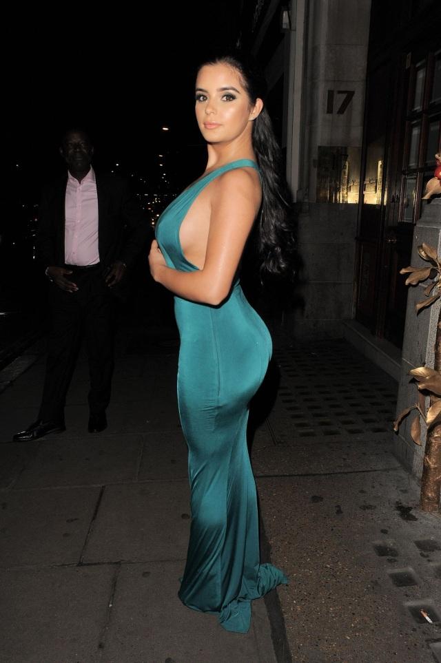 Choáng với màn khoe dáng bên hoa của hot girl Demi Rose - 7