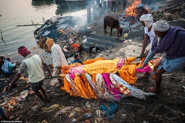 Lý do nhiều người Ấn Độ muốn được hỏa táng ở sông Hằng - 4
