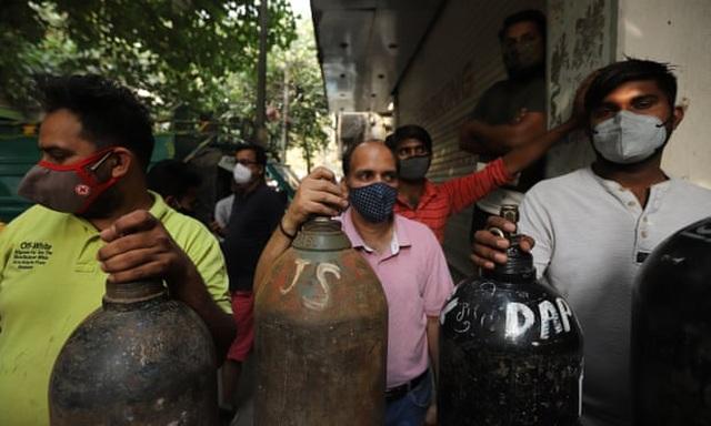 Giá tăng gấp 10 lần, người Ấn Độ quay cuồng trong cơn khát ôxy - 1