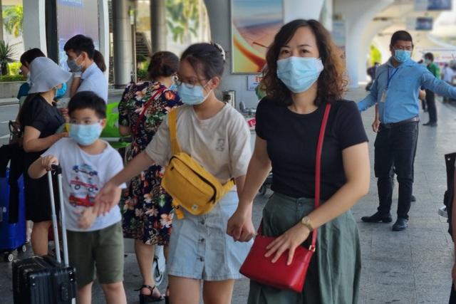 Hàng nghìn du khách đổ về du lịch, Đà Nẵng đón hơn 200 chuyến bay - 3