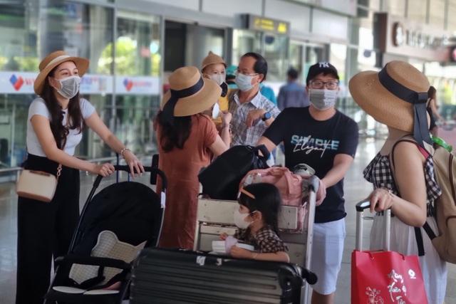 Hàng nghìn du khách đổ về du lịch, Đà Nẵng đón hơn 200 chuyến bay - 4