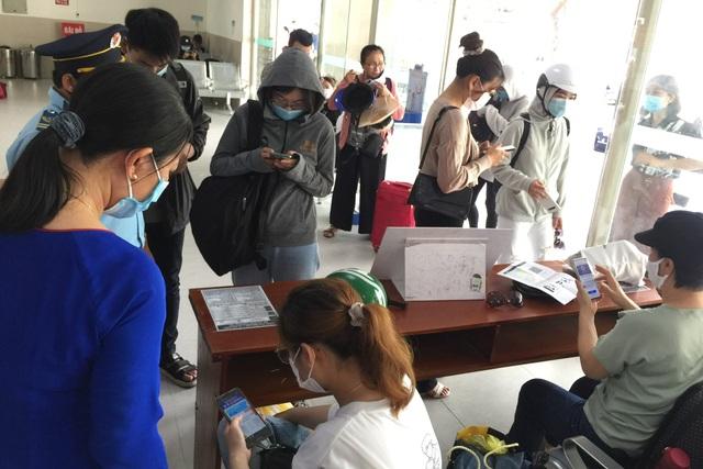 Hàng nghìn du khách đổ về du lịch, Đà Nẵng đón hơn 200 chuyến bay - 2