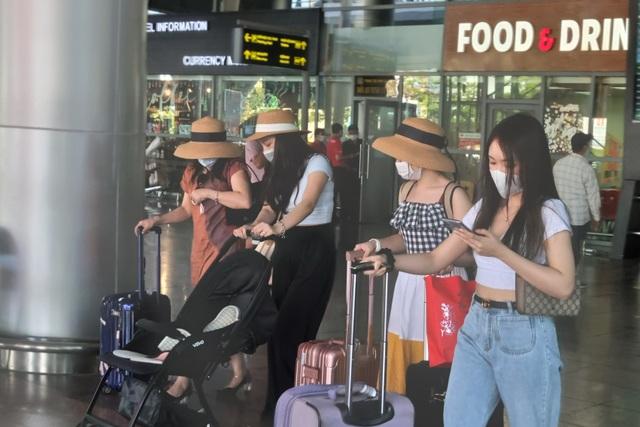 Hàng nghìn du khách đổ về du lịch, Đà Nẵng đón hơn 200 chuyến bay - 5