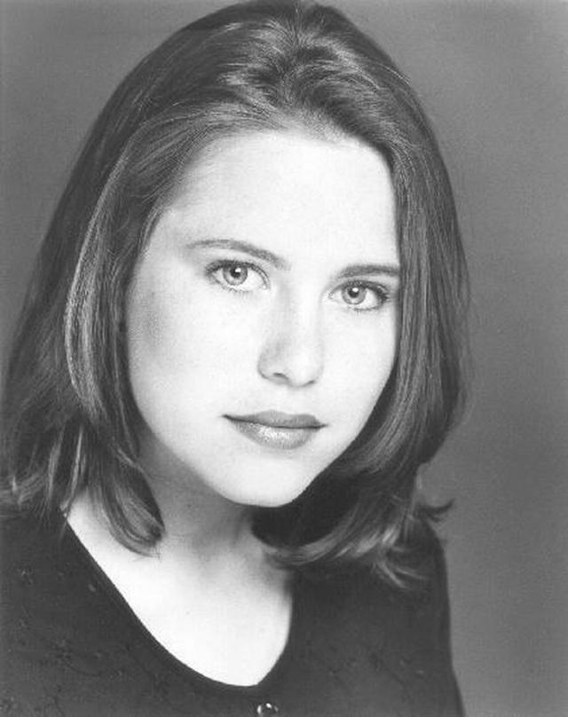 Bất ngờ trước sự thay đổi của dàn diễn viên Cô gái đại dương sau 25 năm - 18