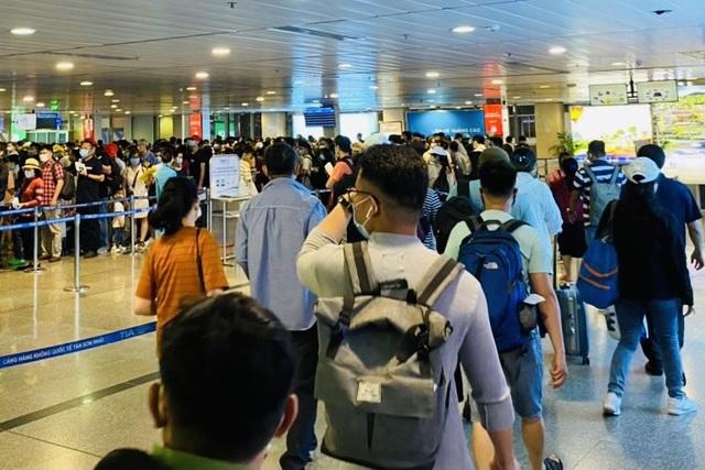 Lượng hành khách tới Tân Sơn Nhất tăng chóng mặt - 6