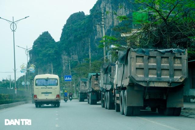 Binh đoàn xe hổ vồ hoành hành trên khắp các tuyến đường ở Quảng Ninh - 5