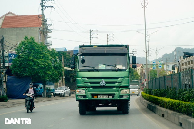 Binh đoàn xe hổ vồ hoành hành trên khắp các tuyến đường ở Quảng Ninh - 11