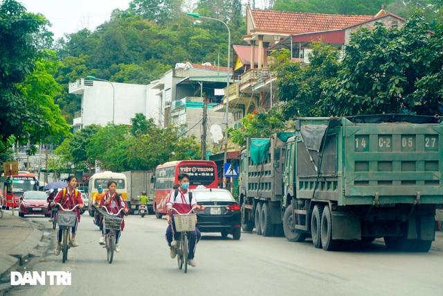 Binh đoàn xe hổ vồ hoành hành trên khắp các tuyến đường ở Quảng Ninh - 7
