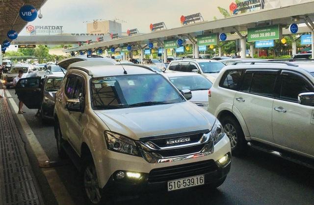 Lượng hành khách tới Tân Sơn Nhất tăng chóng mặt - 1