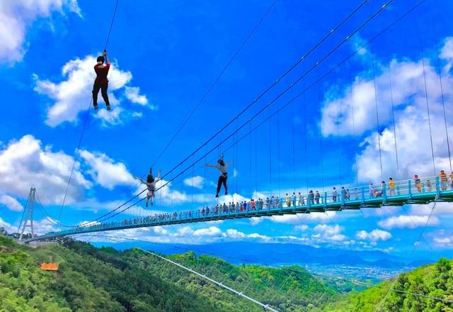 Ngắm núi Phú Sĩ từ cầu treo dài 400 m - 2