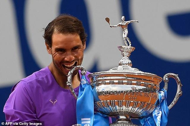 Rafael Nadal vượt trội trên sân đất nện so với Djokovic, Federer - 1
