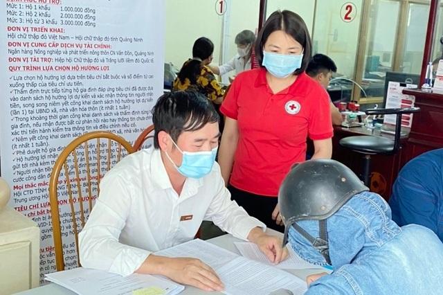 Người dân Vân Đồn bị ảnh hưởng của dịch Covid-19 được hỗ trợ gần 1 tỉ đồng - 1
