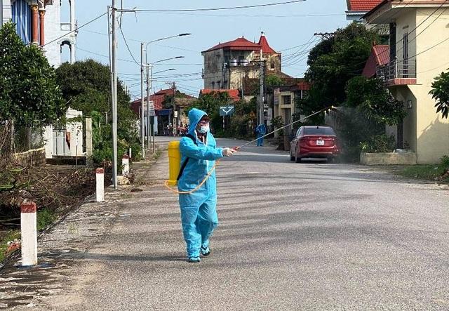 Hà Nam: Bộ Y tế yêu cầu lấy mẫu xét nghiệm toàn bộ người dân thôn Quan Nhân - 2