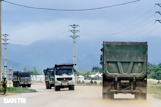 Binh đoàn xe hổ vồ hoành hành trên khắp các tuyến đường ở Quảng Ninh - 2
