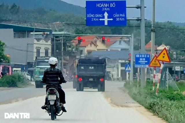 Binh đoàn xe hổ vồ hoành hành trên khắp các tuyến đường ở Quảng Ninh - 1