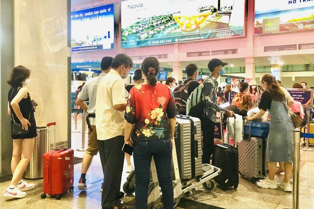 Lượng hành khách tới Tân Sơn Nhất tăng chóng mặt - 2
