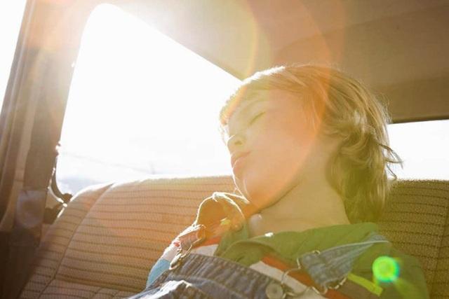 Có trẻ ngồi trên ô tô, phụ huynh cần lưu ý gì để đảm bảo an toàn? - 4