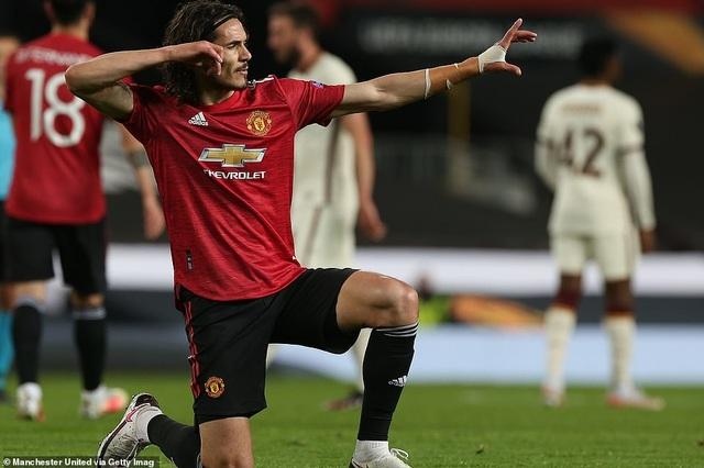 Man Utd đón tin cực vui từ người hùng Cavani - 1