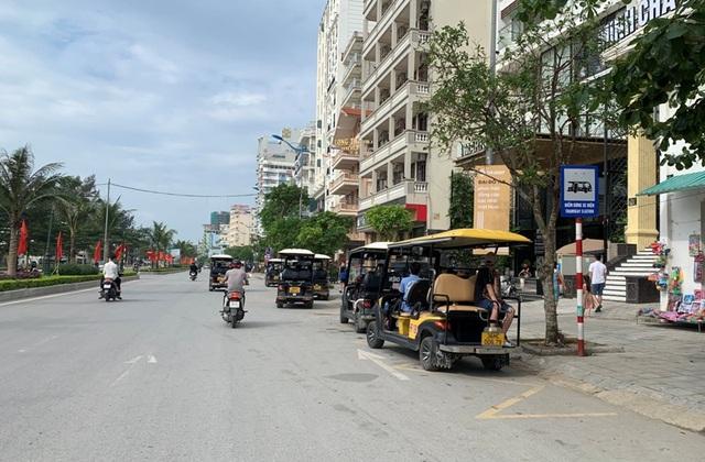 Biển Sầm Sơn vắng lặng, hàng loạt người bị xử phạt vì không đeo khẩu trang - 3