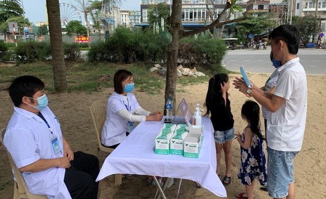Hình ảnh khác lạ tại bãi biển Sầm Sơn trong ngày đầu nghỉ lễ - 11