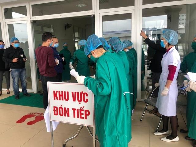 Sức khỏe 12 người Hải Dương đi cùng ca bệnh siêu lây nhiễm Hà Nam ra sao? - 2