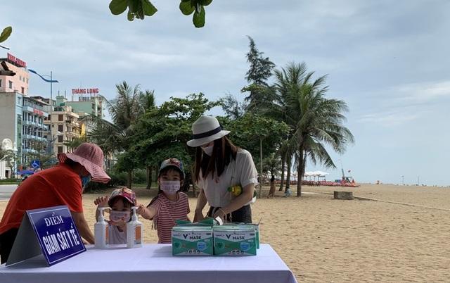 Hình ảnh khác lạ tại bãi biển Sầm Sơn trong ngày đầu nghỉ lễ - 12