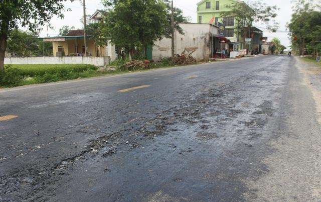 Khắc phục tình trạng quốc lộ tan chảy thành từng mảng - 1