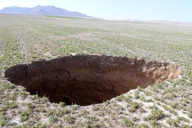 Xuất hiện hàng trăm hố tử thần khổng lồ ở Thổ Nhĩ Kỳ - 1