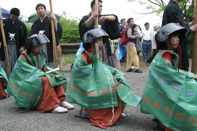Tháng 5 đến tỉnh Shiga dự lễ hội đội nồi để cầu may - 4