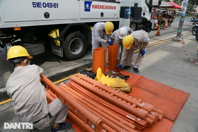 Hiểm nguy nghề sửa chữa đường dây 22kV khi đang có điện - 4