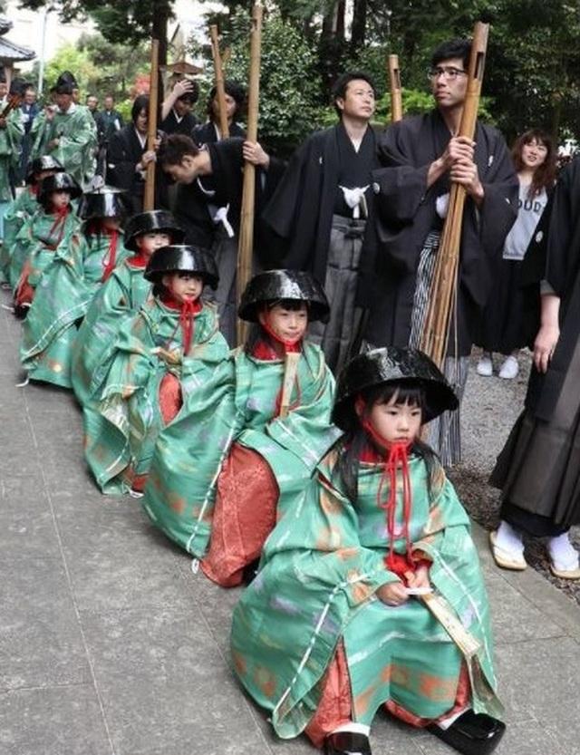 Tháng 5 đến tỉnh Shiga dự lễ hội đội nồi để cầu may - 2