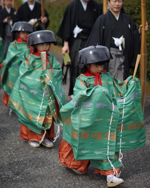 Tháng 5 đến tỉnh Shiga dự lễ hội đội nồi để cầu may - 3
